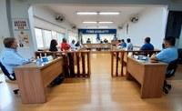 Vereadores, prefeito e especialistas discutem a COVID-19 na Câmara Municipal